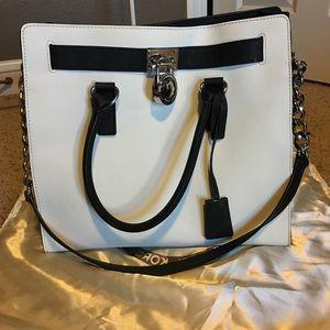 Michael Kors B&W Hamilton Lock&Key handbag